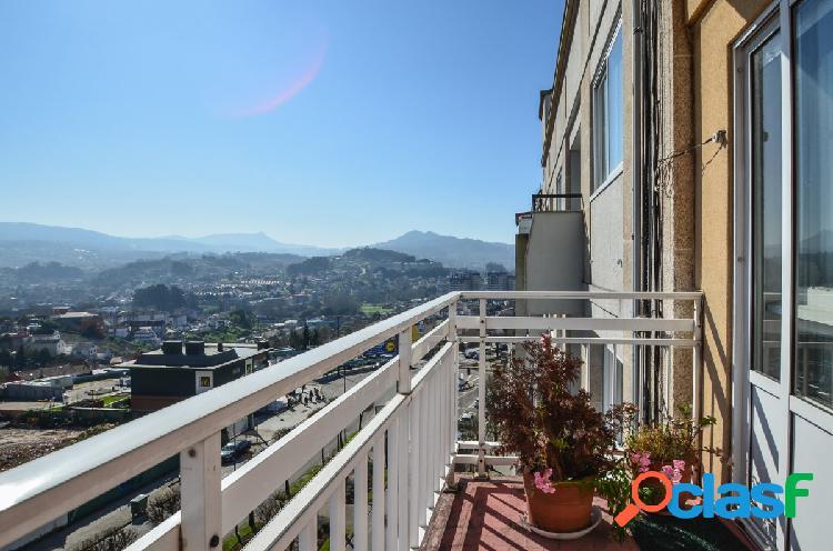 Piso amplio con terraza, muy soleado y con vistas despejadas