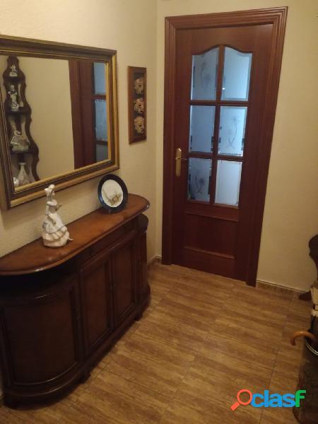 ➡️ Piso con 4 habitaciones y 2 baños en Cañero