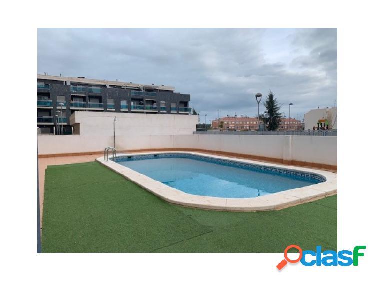 Piso con garaje, trastero y piscina comunitaria