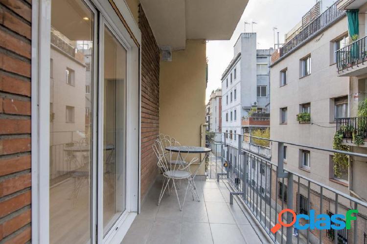 Piso con terraza en Gràcia con posibilidad de ascensor en