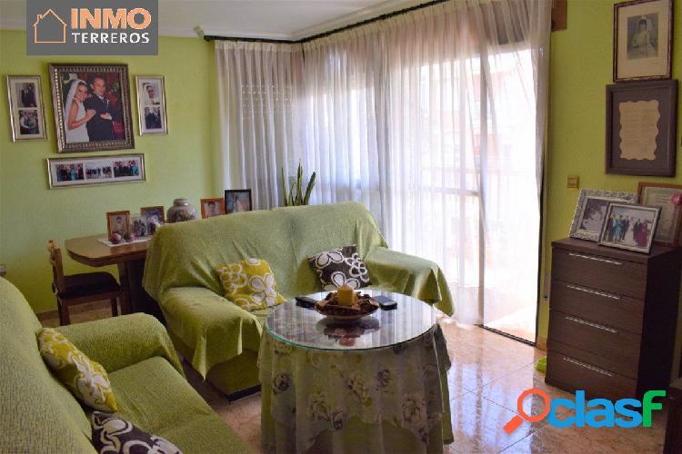 Piso de 3 dormitorios con plaza de garaje en Av. Juan Carlos