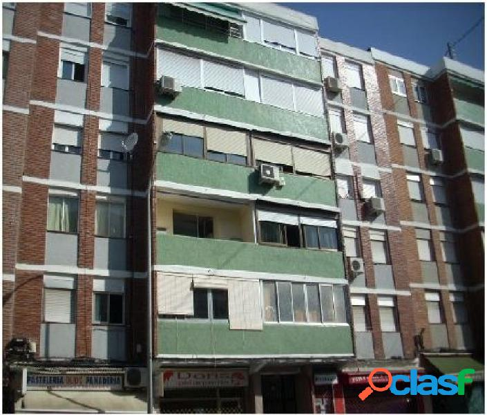 Piso de 3 dormitorios en Ciudad Lineal en la Calle