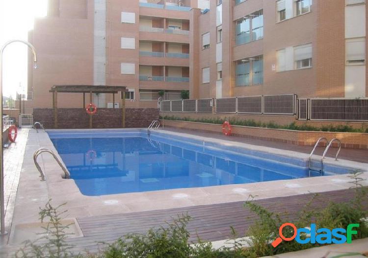 Piso en urbanizacion con piscina