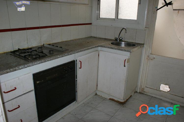 Piso para reformar de 74 m2, 2 hab, 1 baño en pleno centro