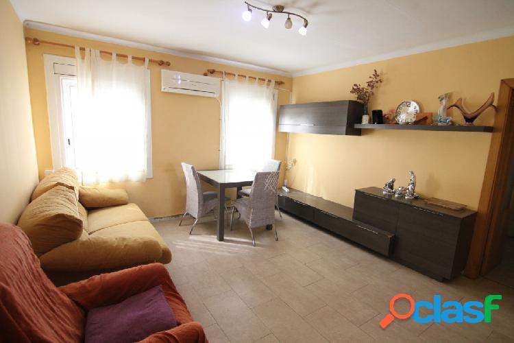 Piso semireformado de 3 habitaciones zona Eixample