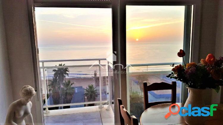 Precioso apartamento con vistas panorámicas al mar situado