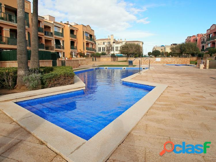 Precioso apartamento en complejo con piscina y parking!