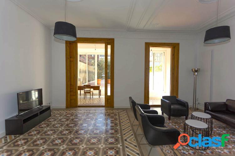Precioso piso con terraza de 176 m2 cerca de La Casa Milá,