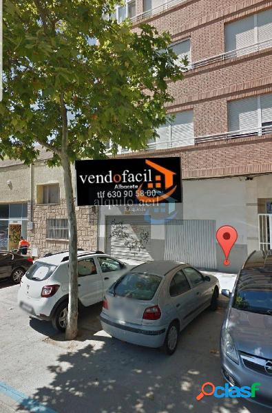 SE VENDE LOCAL CON VADO/ HOSPITAL/ 45 METROS/ 45000 €