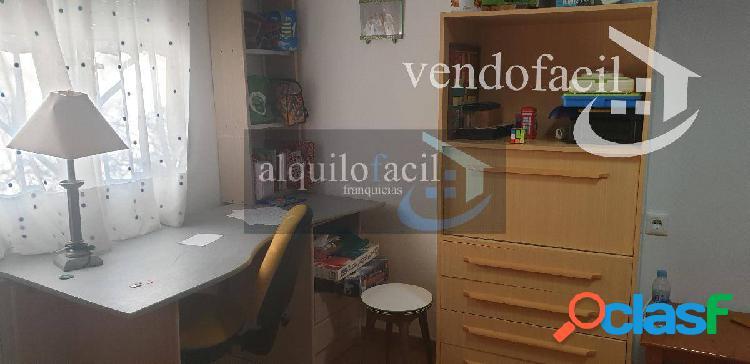 SE VENDE PARCELA RUSTICA /3 DORMITORIOS/PISCINA/140000 €