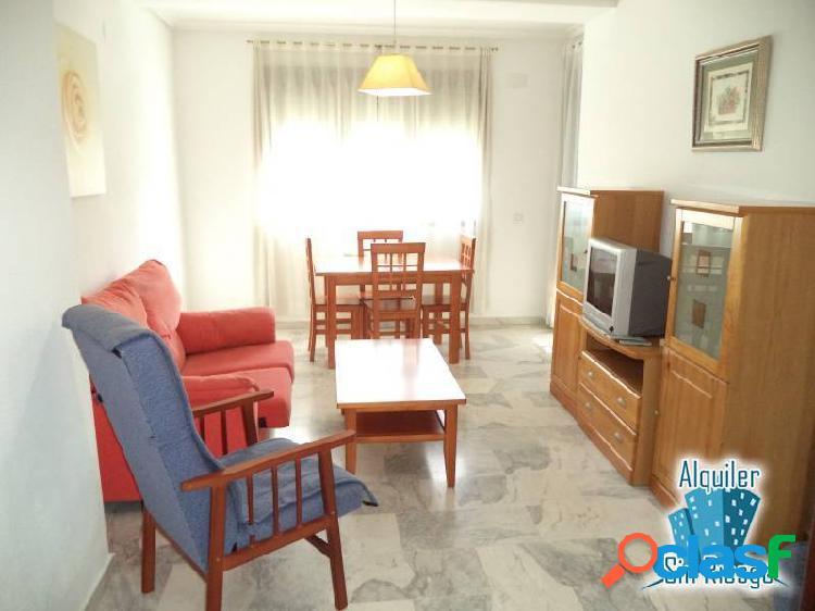 Se alquila apartamento en zona El Vivero