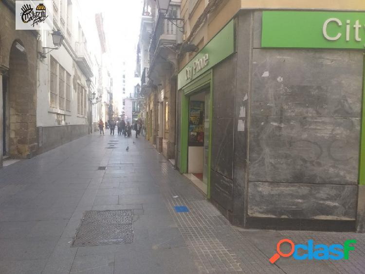 Se alquila local en zona comercial Centro histórico.