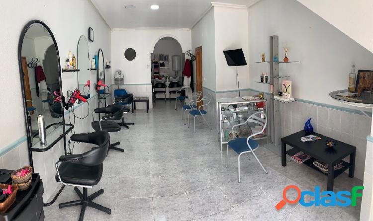 Se traspasa peluquería en Elche, zona el Raval.