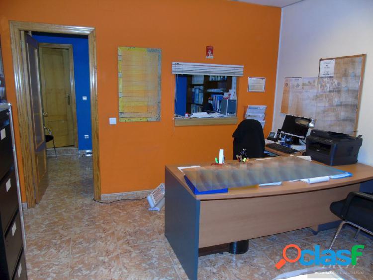 Se vende local comercial en Zona Cantereria (Burjassot) / H