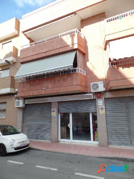 Se vende local de 249 m2 útiles en San Vicente.