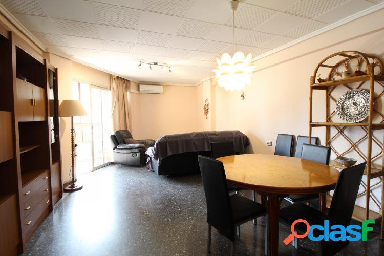 Se vende magnifico piso en Avda. Peris y Valero.