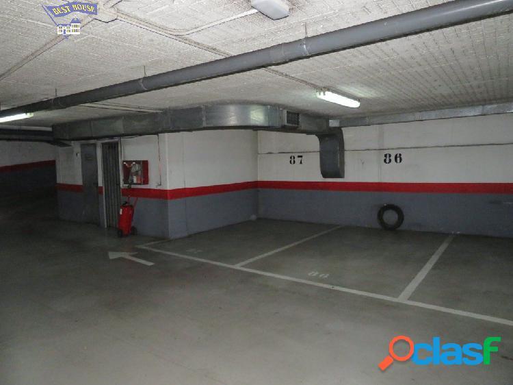 Se vende plaza de garaje, coche pequeño, y trastero, en