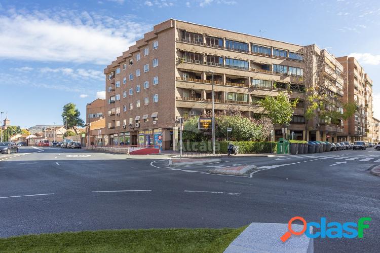Señorial piso de 166 m2 4 habitaciones y patio en el centro