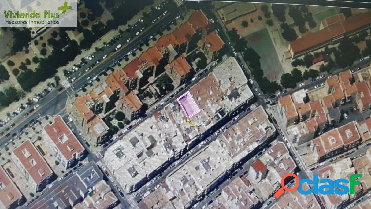 Solar en Venta en Elche 244 m2, Planos para 8 Viviendas,