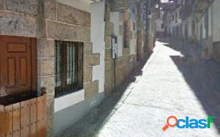 Urbis te ofrece un local en Candelario!