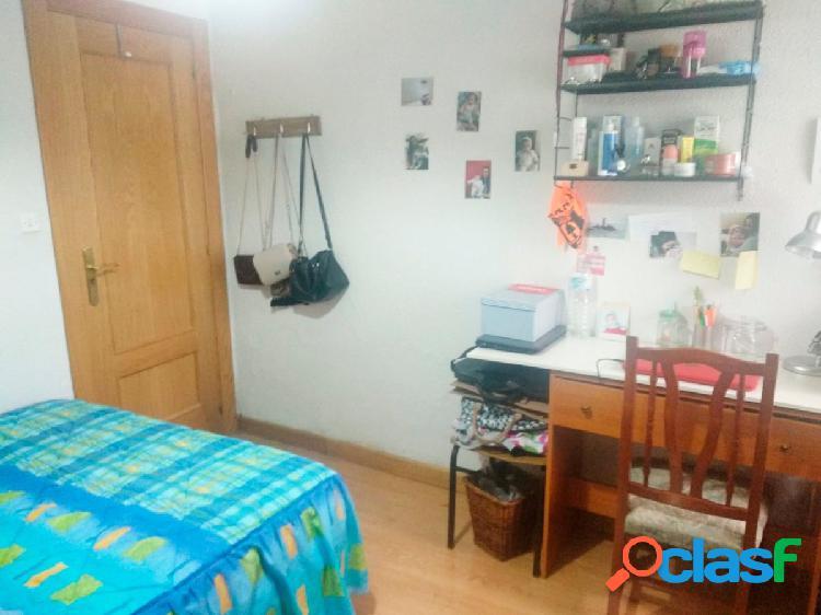 Urbis te ofrece unas habitaciones en alquiler en zona Santo