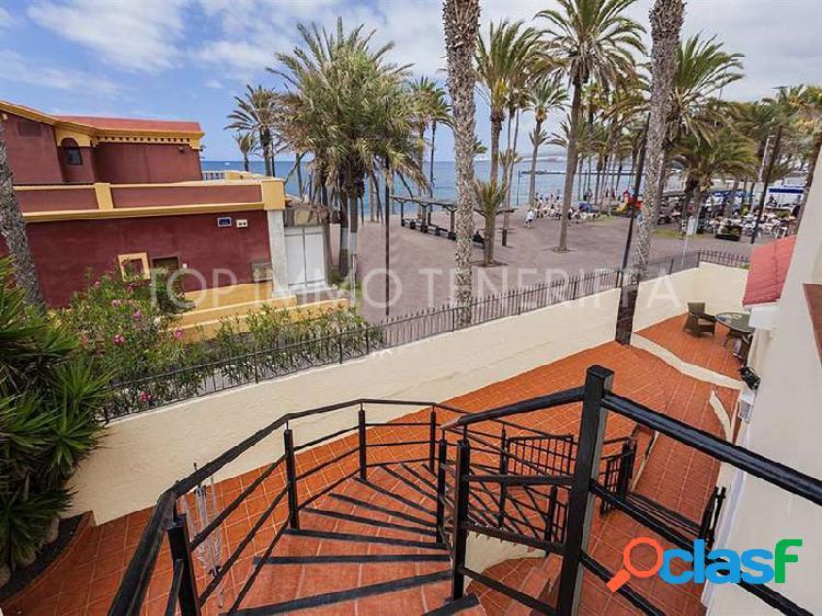 Villa con vistas al mar, primera línea en Playa de Las