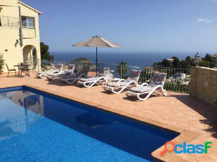 """""""Villa de lujo con excelentes vistas al mar en Balcón al"""