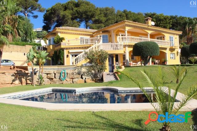 Villa en venta en La Hacienda Las Chapas, Marbella, Malaga