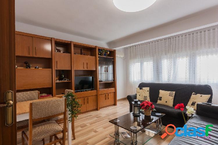 Vivienda de cuatro dormitorios en Casetas (Urb. Alameda)