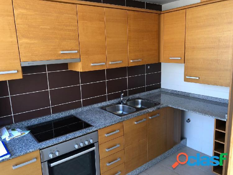 se alquila apartamento dos habitaciones seminuevo en zona
