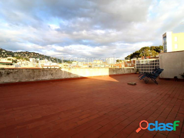 Ático con gran terraza, en pleno centro de Lloret de Mar.