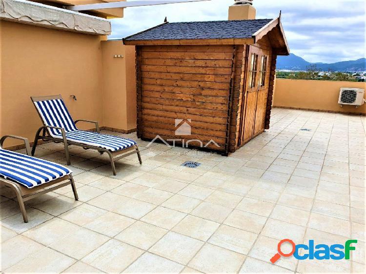 Ático dúplex con terraza de 70 m2 situado en 4ª linea
