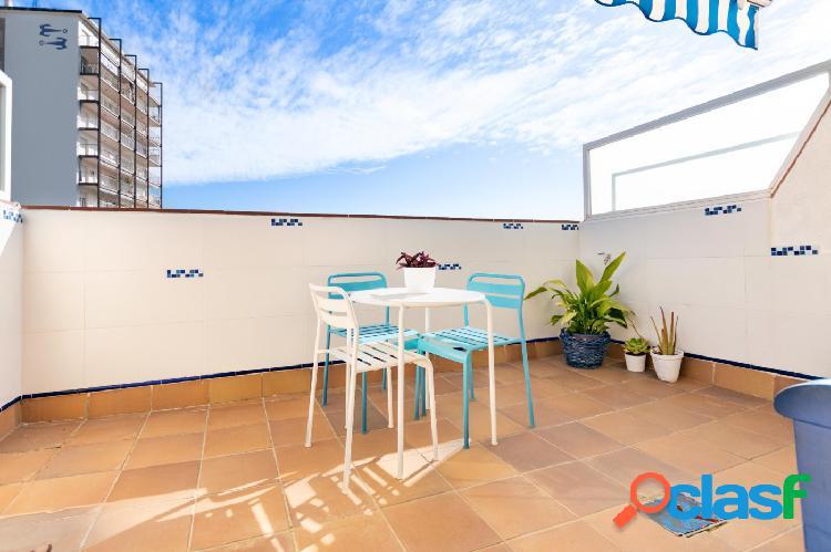 Ático estudio en alquiler con terraza y mucho sol