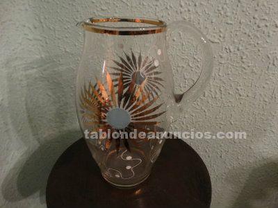 Antigua jarra de cristal pintada a mano