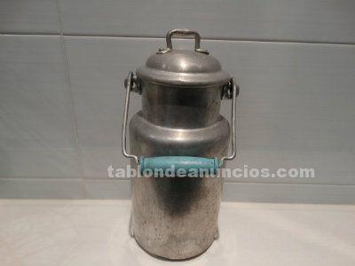 Antigua lechera metálica con asa de madera 1,5 litros