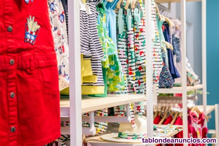 Tienda de moda infantil, calzado y puericultura