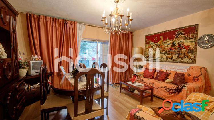 Amplio Piso en venta de 101 m² en Calle Aguilón, 28045