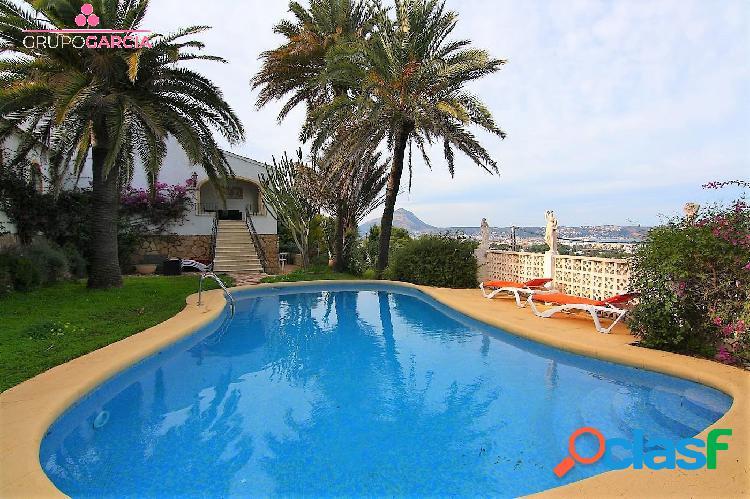 Amplio chalet con vistas al mar en venta en Javea GV5063B