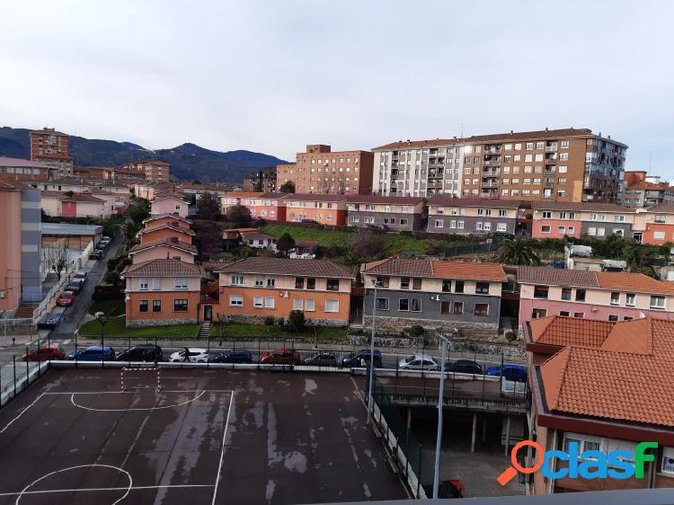 Amplio piso en zona de Abatxolo, alto con ascensor y vistas