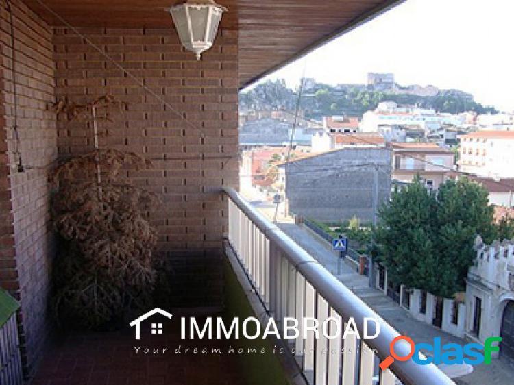 Apartamento en venta en Ayora con 4 dormitorios y 2 baños
