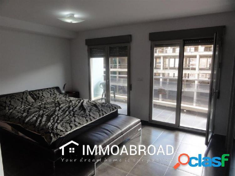 Apartamento en venta en Oliva con 3 dormitorios y 3 baños