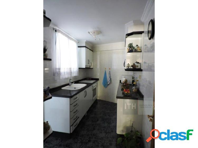 Bonito piso reformado con muebles, electrodomésticos y