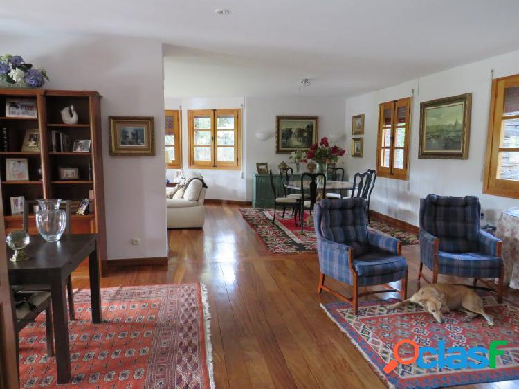 Casa / Chalet independiente en venta en calle Valle de