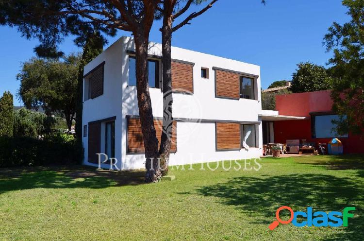 Casa Moderna en alquiler en Caldetas con vistas al mar