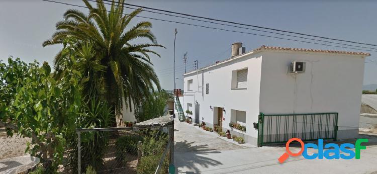 Casa en venta, 6 habitaciones y dos baños, con parcela de