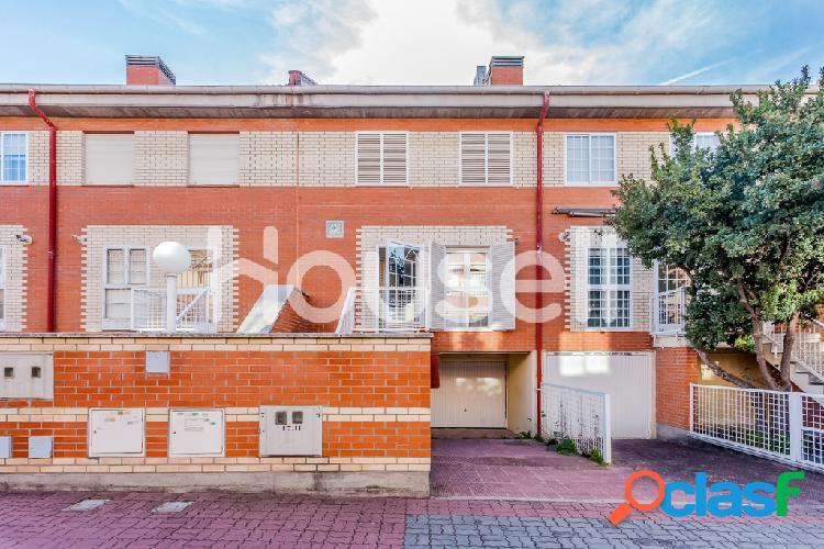 Casa en venta de 140 m² en Calle del Girasol, 28760 Tres