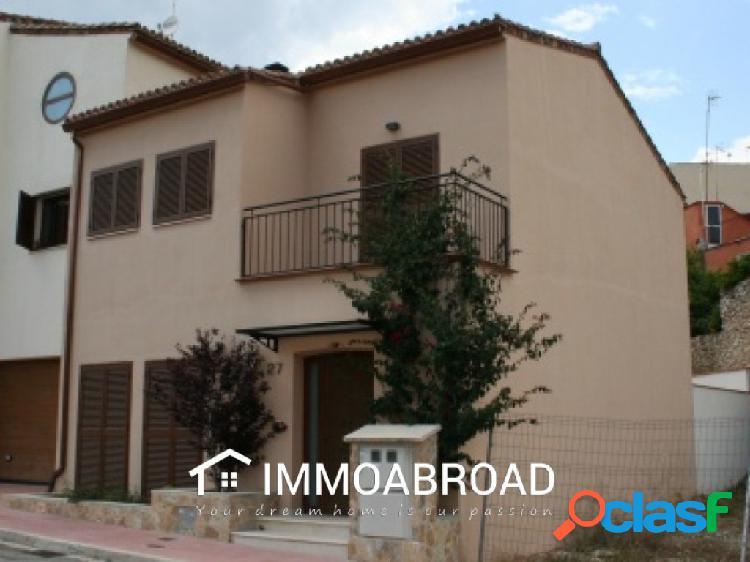 Casa en venta en Castellonet con 3 dormitorios y 3 baños
