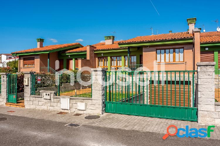 Chalet en venta de 167 m² en Calle de La Riviella, 33187