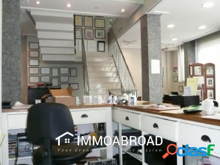 Comercial en venta en Oliva con 1 dormitorios y 2 baños
