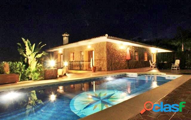 Espectacular finca y villa en La Mairena,